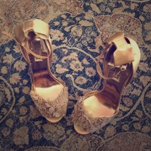 Badgley Mischka size 7.5 gold heels